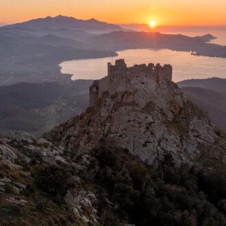 la fortezza del volterrano al tramonto