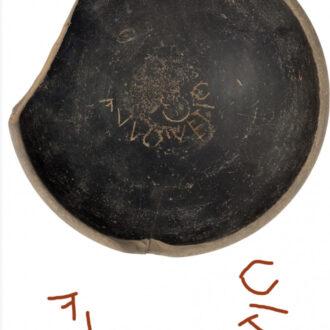 ciotola in ceramica nera di baulo vetio